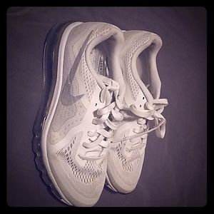 BRAND NEW CONDITION! WHITE NIKE SIZE:7Y